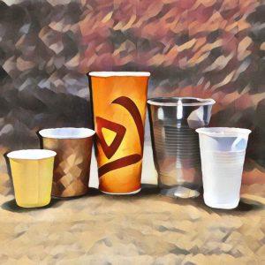 Пластиковые стаканы и чашки